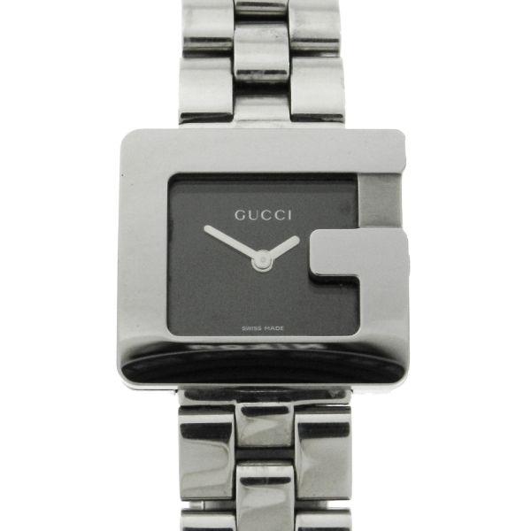 334a2aee029 Relógio Gucci - Caixa e pulseira em aço - Tamanho da caixa 26mm - Funções  .