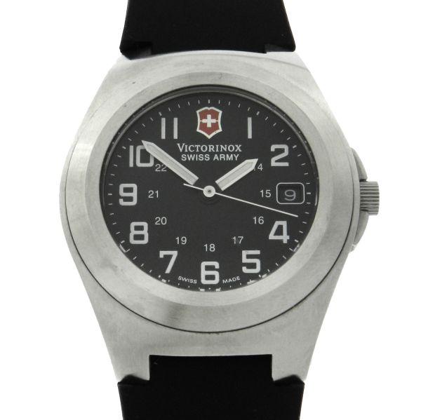 8ba6e332182 Relógio VictorInox Swiss Army - Caixa em aço - Pulseira em Borracha -  Tamanho da caixa 38mm - Funções  Horas