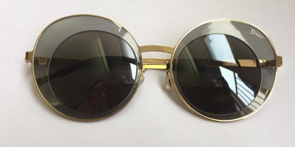 9751b3286d4 Belíssimo óculos feminino para sol