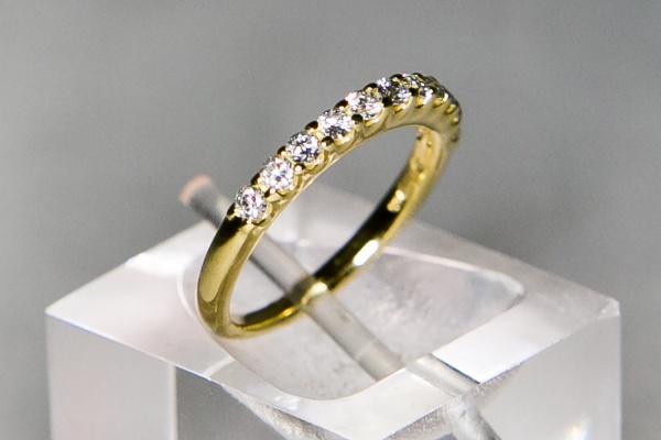 52f2d5ecd50a8 Anel Grife H.Stern meia aliança de ouro 18 k. Com 11 diamantes de 3 pontos  cada. Peso de 2,5 gr. Aro 11.