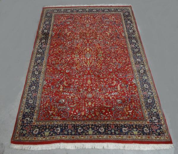 6a3297bf94 Tapete oriental feito a mão em lã