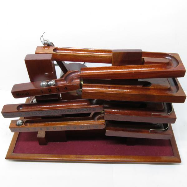 1671a41aa83 Relógio de esferas clássico - Em madeira