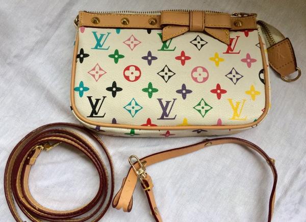b337b9add Belíssima bolsa ao gosto Louis Vuitton, na cor branca c