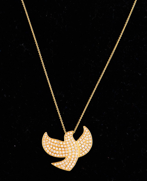46e2a13cb3ade Colar em Ouro Amarelo 18kt 750 Com Pingente Espirito Santo cravejado de  diamantes pesando aproximadamente 1,40Ct - Peso 5,10GR