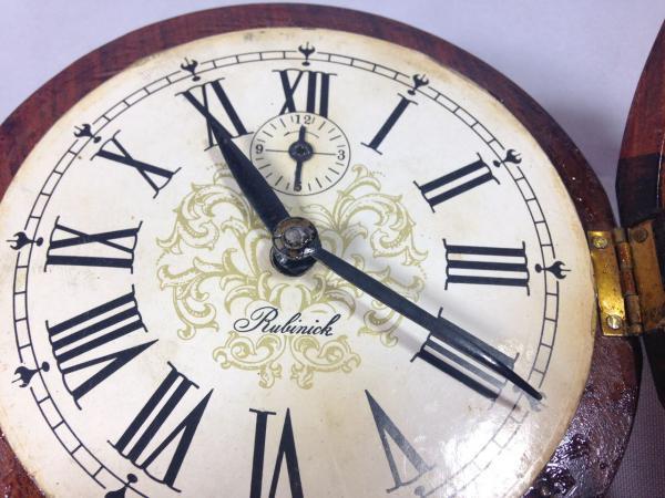 b86c484e339 Ver imagem grande. Lote 520. Carregando... Tipo  Relógio. RUBINICK -  Delicado e antigo relógio de parede dito ...