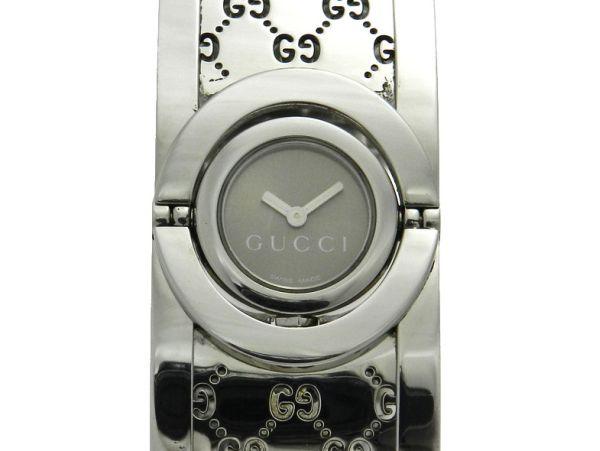 54cf158f99e Relógio Gucci bracelete - Caixa e pulseira em aço - Tamanho da caixa 23mm  de largura - Funções  Horas e Minutos - Movimento a quartz - Visor em  cristal ...