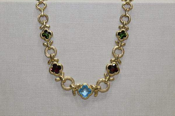 bb8cf042ea2 Admirável colar em ouro 18k. Com brilhantes e gemas naturais. Medida  aproximada  42