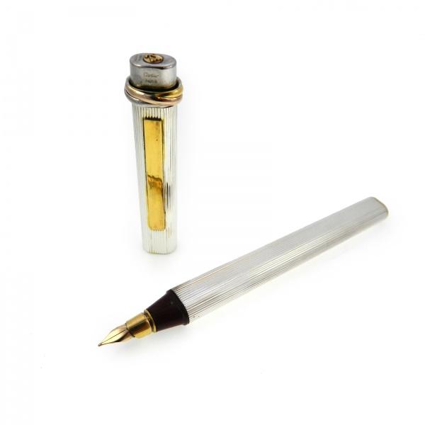 ae98fc6b30c Caneta Cartier Must - Tinteiro - Em metal com acabamento em plaque de ouro  e ródio - Fabricada na França - Acompanha Estojo