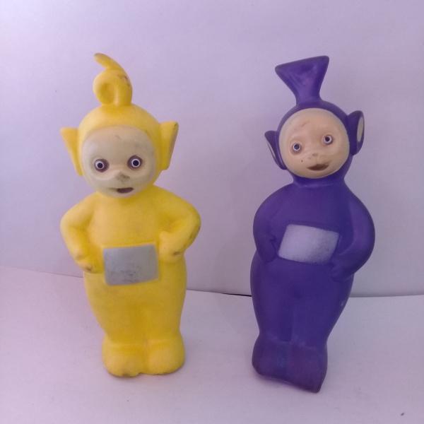 Dois Antigos Personagens Do Desenho Teletubbies Em Bor