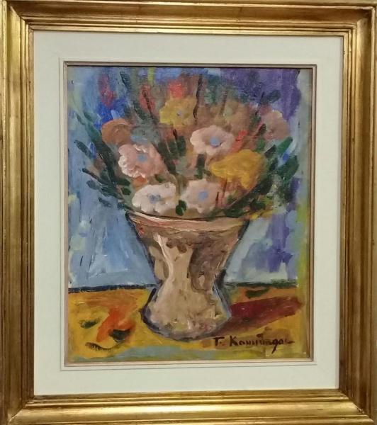 T. KAMINAGAI, óleo sobre tela, representando vaso com flores, medindo 37 x 44 cm.