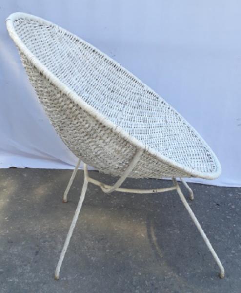 MARTIN EISLER - Poltrona de ferro com assento em fibra natural pintada de branco, desenhada por Martin Eisler, década de 50. produzida pela Forma; 80 X 72 X 79 CM