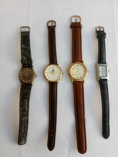 c2d3fd38185 Lote composto de 4 Relógios de Pulso