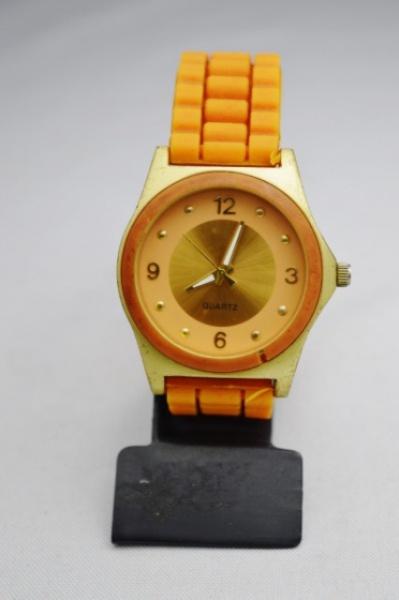 77501da6bb4 Relógio de pulso quartz stailess steel back caixa em metal dourado