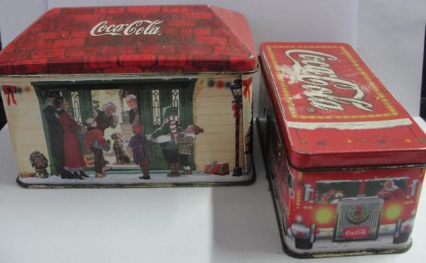 AM000, Lote com 2 latas antigas da Coca-Cola, maior medindo 10 cm de altura.