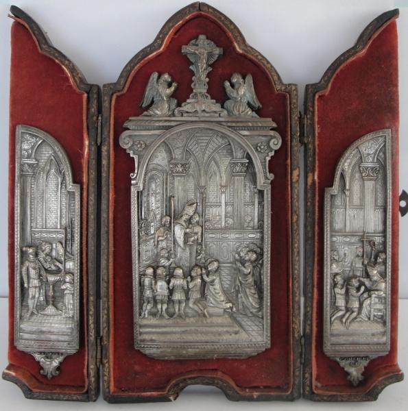 AM000, Antigo oratório de viagem, assinado I. BLOCH, em couro e metal, medindo 21 x 21 x 1,5 cm aber