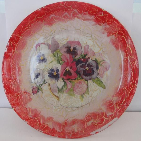 AM000, Prato decorativo, medindo 22 cm de diâmetro.