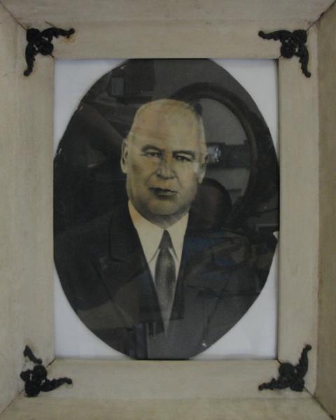 AM071, SEM ASSINATURA, pastel sobre cartão, representando retrato, medindo 28 x 37 cm.