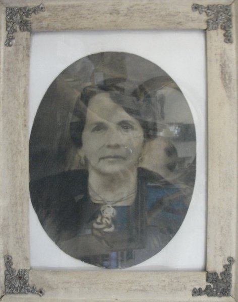 AM071, SEM ASSINATURA, pastel sobre cartão, representando retrato, medindo 26 x 33 cm.