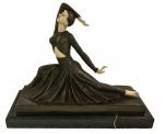 D. CHIPARUS- (atribuída) escultura de bronze, representando dançarina, medindo 31 cm altura e base 40 cm x 16 cm.