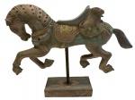 Magnifica e grande escultura representando cavalo em madeira pintado a mão, medindo: 37 cm x 48 cm (restauro na pata)