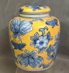 Delicado cachepot em porcelana, medindo: 20 cm alt. x 17 cm diâmetro.