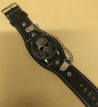 O.T.SEA - Raro relógio pulseira, estilo rock, tampo em caveira em alto relevo, funcionando e sem uso.