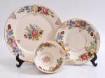 ROSENTHAL - Xícara, pires e prato para bolo, porcelana, decoração na cor creme com rosas.
