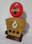 Rádio Original e Licenciado COCA COLA, Modelo Capelinha, aprox. 39,5 x 24 x 12cm, também funciona como Luminoso (110V), segue conforme apresentado nas fotos