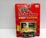 Miniatura Carrinho Nascar nº 30 Johnny Benson, escala 1/64, aprox. 20 x 14cm, Coleção Racing Champions, blister lacrado