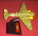 Miniatura, Avião da Segunda Grande Guerra, modelo italiano, (FIAT), camuflagem para uso no deserto!!! Falta uma pequena parte da asa traseira!!