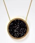 SWAROVSKI - BIJOUX- JÓIA - Belíssimo e contemporâneo colar , marca de fabricação Swarovski, de cristal e outros materiais. Marcas de uso. Med. 44 cm de comprimento (fechado).
