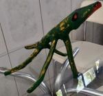 Arte Popular Brasileira - Escultura confeccionada de tronco, representando Crocodilo. Med. 51cm.  Sem assinatura.