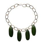 Renée Sasson (1922-2013) . Gargantilha de cobre esmaltado em verde, com corrente de elos em prata. Aberto 36,5 cm. Década de 60, artista pioneira na confecção de jóias no Brasil.