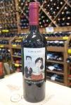 Vinho Tinto Telmo e Ruth 2016 Chile, lote com 3 garrafas de 750ml - Cabernet Sauvignon 50% e Merlot 50%. Apresenta linda cor rubi, muito brilhante. Seus aromas são de especiarias de notas de cerejas e lavanda, além de caramelo e baunilha. Em boca, é um vinho amável, macio, com acidez equilibrada e intenso final.