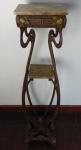 Coluna de ferro fundido e tampa de mármore marrom, período do Art Noveaux. Altura  140 cm, largura 35,5  cm.