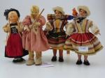 4 de bonecos em pano e plastico.Lembrança de viajem. Altura do maior 25 cm.