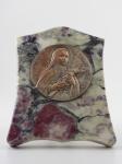 Placa religiosa metal com banho de prata e marmore. S THÉRESE L´ENFANT JESUS P.P.N. Altura 19 cm, largura 15 cm.