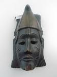 Máscara africana em madeira para rituais religiosos. Altura 25 cm, comprimento 14,5 cm.