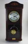 Relógio com pêndulo e chave originais Mauthé, Carrillon, que toca a melodia do monastério de New Minster. Altura 78 cm comprimento 33 cm.