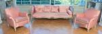 Conjunto estofado francês, no estilo império Luis XV, confeccionados em madeira nobre, laqueados de branco com forração em tecido rosa, constando sofá de 4 lugares e duas poltronas. Med.: 73 x 1,93 x 80 cm ( sofá) e 76 x 80 x 70 cm ( poltronas). Obs.: Necessitam limpeza.