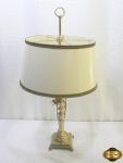Abajur para 2 lampadas em bronze torneado com cúpula. Medindo 76cm de altura.