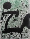 """Litografia original do artista Miró, retirada da revista Derriere le Miroir , editada em Maio de 1967 na França (não assinada pelo artista),  medindo: 38 cm x 28 cm. Esta litografia pertenceu a Hansen Bahia que fez anotações  no verso. 'Derriere le Miroir' acompanhou cada exposição na Galerie Maeght em Paris, França. A primeira edição apareceu em 1946, The last # 253 da coleção em 1982. DLM nasce da paixão de Aime e Marguerite Maeght. As primeiras edições foram planejadas por Aime Maeght para serem difundidas entre um grande público, com litografias originais. 10.000 cópias foram impressas e distribuídas através de quiosques. Isto falhou completamente e as restantes cópias foram vendidas em peso para financiar a impressão da quarta edição, que foi impressa em apenas 1500 cópias e foi o catálogo da exposição George Braque na Galerie. Jacques Kober e René Char escreveram os textos. Este conceito foi continuado em edições posteriores, combinando grandes escritores com grandes artistas. Em 1947, Adrien Maeght, juntou-se à empresa de seus pais e auxiliou seu pai no layout e na execução. Os artistas criaram litografias originais para ilustrar o DLM. O Mourlot fez a impressão litográfica e o texto foi impresso pela Union nos números 4-115. De 116 a 148, DLM foi filmado nos estúdios de Aime Maeght. Desde 1960, uma edição """"deluxe"""" foi publicada, em papel Arches, limitada a 150 cópias. Em 1964, Adrien Maeght criou a empresa de impressão ARTE, que projetou e imprimiu as edições 149-232. Todos incluíam litografias. Após a morte de Marguerite Maeght em 1977, os últimos números foram feitos na empresa de impressão Lion, com menos litografias. Alguns problemas foram reimpressos. Na edição 250, Aime Maeght queria prestar homenagem a todos aqueles que tinham seu nome associado ao DLM. Aime morreu em 1981 e o número 250 se tornou uma homenagem a Marguerite e Aime Maeght por trinta e cinco anos de amizade com os artistas e poetas."""