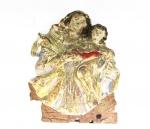SANTANA MESTRA - Fragmento de imagem esculpida em madeira policromada, Brasil - Séc. XVIII. Medidas: 9 X 7 cm.