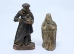 SANTO ANTONIO E SANTO PAPA - Duas pequenas imagens sendo uma esculpida em madeira policromada e outra moldada em barro. Alt. 10 cm e 8 cm.