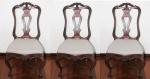 Três cadeiras em madeira nobre, D. José - Séc. XVIII. Encosto fenestrado, com raso entalhes de arabescos e flor de lis. Pernas curvas com travessão em X. Pés de sapata. Assentos forrados em tecido. Medidas: 108 X 58 X 44 cm.