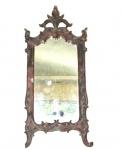 Antigo espelho com moldura em madeira entalhada e patinada, D. José - séc. XVIII. Peça encimada com plumas e entalhes de elementos fitomorfos. Medidas 58 X 23 cm. Um pé com lascado.