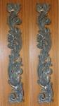 Duas antigas talhas em madeira patinada no feitio de florão, Brasil. No estado. Medidas: 25 X 22 cm e 23 X 19 cm.