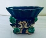 Saboneteira em cerâmica com figuras de patos e parte superior no feitio de concha, China. Medidas: 11 X 15 X 14 cm.