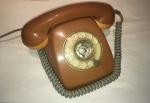 Telefone em tom caramelo, anos 70.