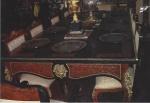 Antiga Sala de Jantar Francesa André Boulle composta de: 10 cadeiras, sendo 02 poltronas; e Mesa com quatro esculturas nos extremos e outras duas nas laterais. Guarnições eaplicações em bronze na mesa e nas 10 cadeiras com a clássica marqueterie da célebremanufatura Francesa Boulle. Medindo: 2,80 x 1,35 x 0,88 cm.